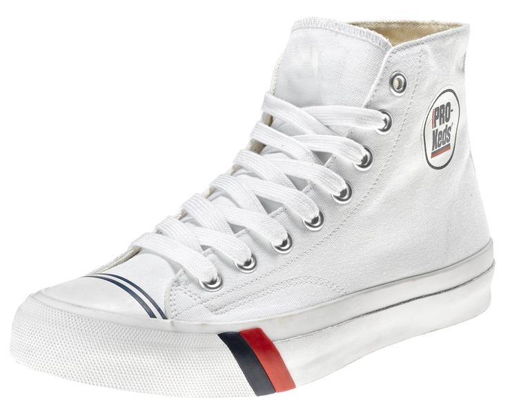 La prima scarpa creata da PRO-Keds nel 1949 fu la Classic Royal, una scarpa da basket in canvas, in versione sia high che low, con due strisce distintive, una blu e una rossa, vicino alla suola. Fu la prima scarpa da basket. Athletes World ripropone in esclusiva per l'Italia questa scarpa in perfetto stile vintage.    Prezzo: 65.00€    SHOP ONLINE: http://www.athletesworld.it/pro-keds-royal-high-pro-keds-8891028