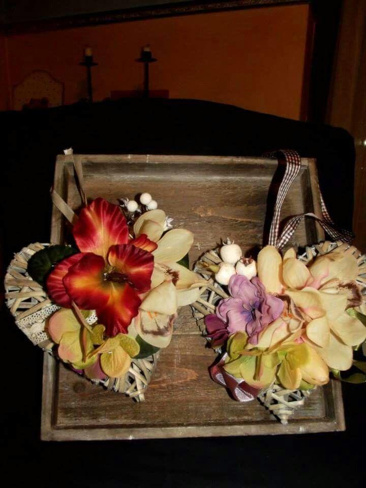 Cuori in vimini profuma ambiente con fiori in tessuto