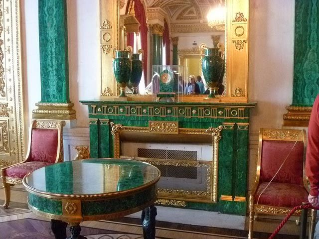 Fireplace, table and pilaster in malachite in the Winter Palace, circa 1840, St-Petersburg. #malachite #winteropalace #stpetersbourg #russia #art #fireplace #19thcentury