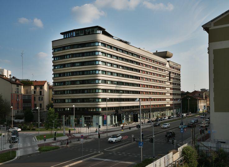 Gioiaotto Facade by Park Associati. #ParkAssociati #HinesItalia #Milano #LeedPlatinum #PortaNuova #PNSC #SmartCommunity #MarcoZanuso #PietroCrescini #Refurbishment #Architecture #Design #InteriorDesign #OfficeDesign #Gioiaotto #ContemporaryArchitecture #Grid #Glass #Installations #Fins #ColouredGlass #Steel #Timber #2012 #2014 #Facade #Office #Hotel #EntranceHall #RoofGarden #Giardino #Facciata #View #Terrace #Finestre #Ufficio #Terrazza