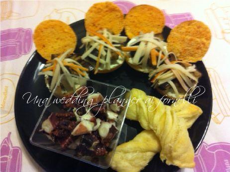 Crostone di focaccina rossa con finta salsa greca, melanzane e polpa di granchio  Ricetta e procedimento qui --->  http://blog.cookaround.com/weddingplanneraifornelli/crostone-focaccina-rossa-finta-salsa-greca-melanzane-polpa-granchio/