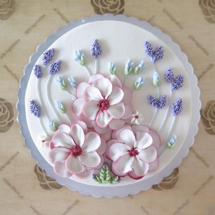 """205 Likes, 8 Comments - Flowercake Lesson Buttercream (@tengratna) on Instagram: """"Calm for nice girl #20cm"""""""