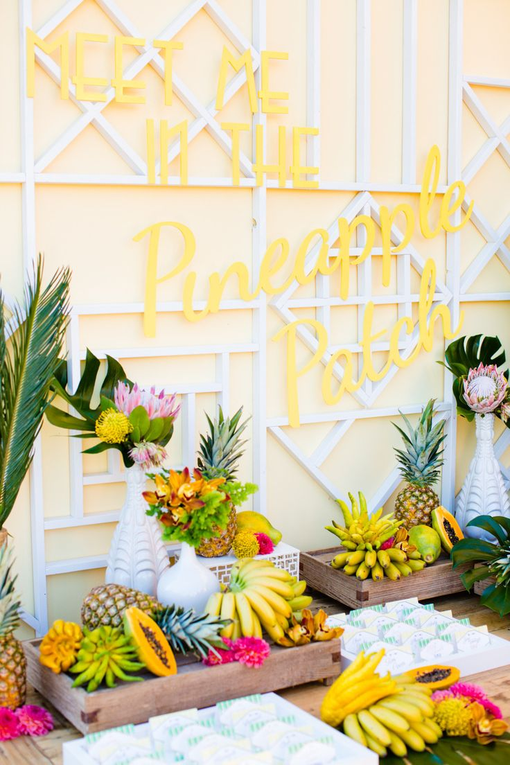 Flowers & Fruit- Pretty! Photography: Acqua Photo - acquaphoto.com Read More: http://www.stylemepretty.com/2014/12/03/retro-island-inspired-hawaii-wedding/