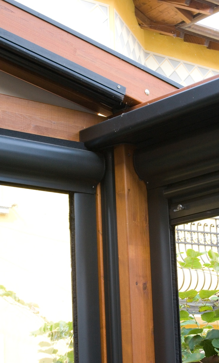 Pergole, pergole retractabile cu structura lemn Med Elite Gibus pentru acoperire si inchidere terase. Detalii imbinari unghi pergole lemn Elite.