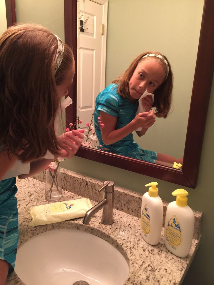 JOHNSON'S ® HEAD-TO- TOE ® cleansing cloths: Summer Travel Lifesaver #LittleWonders @JohnsonsBaby - Classy Mommy