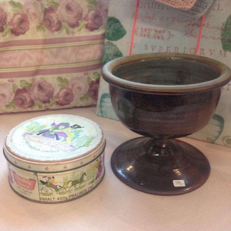 Keramikskål med lilla nuancer 199,-  Dåse 129,-