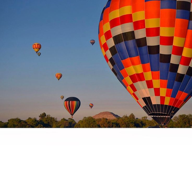 VIAJE EN GLOBO __________________________________________________ #TBT #mexico #visitmexico #teotihuacan #ilovemexico  #piramide #hotairballoon #visitamexico #ilovecdmx #travelinmexico #ilovetravel #travel #traveling #travelphotography #travelersnotebook #traveladdict #traveler #traveldude #handsome #menstyle #tavellover #travelgram #instatravel #instaphoto #instapic #picoftheday #instagood #globaltrotter #landscape _______________________________________________