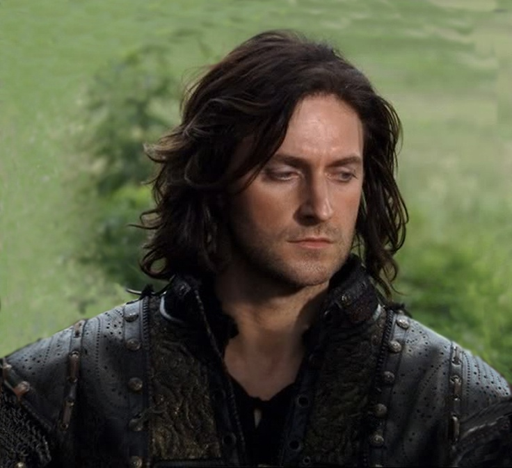 So okay, I'll admit, he could have trimmed his hair up a little, but he's still gorgeous ♥♥♥♥<---- no no no his hair was the best in season three. I loved it!
