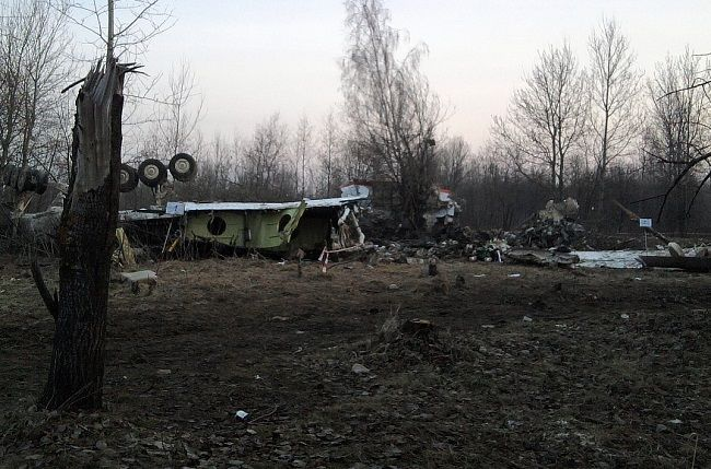 """A retired Ukrainian security service general says his private probe shows the Polish presidential plane which crashed in 2010 in western Russia was """"blown up"""" in mid-air, according to a report."""