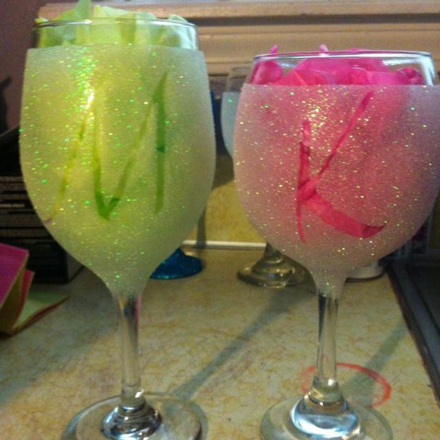 Glitter initial wine glasses did it pinterest for Martha stewart christmas wine glasses