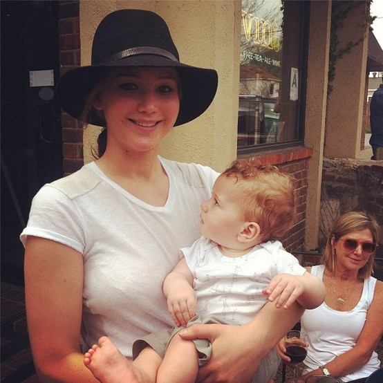 Jennifer Lawrence Holding Baby Jennifer Lawrence hold...