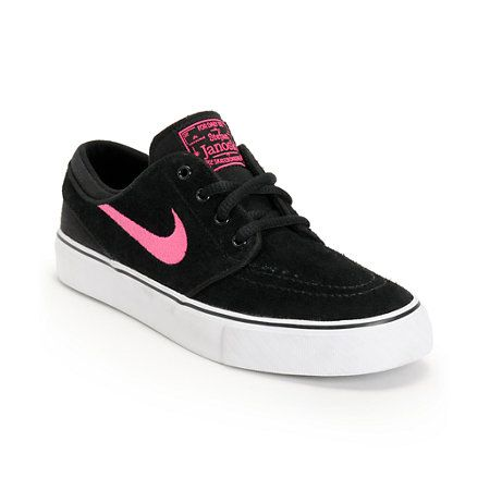 Grab some more board feel with the youth sized Nike SB Stefan Janoski GS black & pink foil boys skate shoe. Skate longer because of the double stitched toe cap, Nike SB herringbone bottom tread, vulcanized construction, Pink Foil Nike Swoosh logo at the sides, and a low-profile black suede upper.