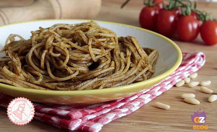 gli spaghetti alla portofino sono un piatto fresco e velocissimo della tradizione ligure si prepara in poco tempo ed è buona sia calda che fredda.