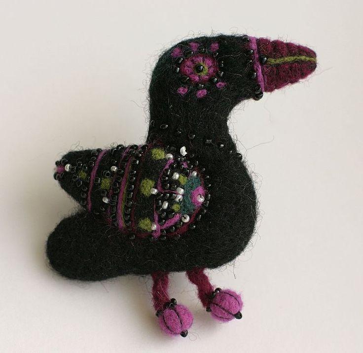 """Купить """"мексиканский вороненок"""" брошь из войлока.Продано - птичка, вороненок, птичка брошка, птица счастья"""
