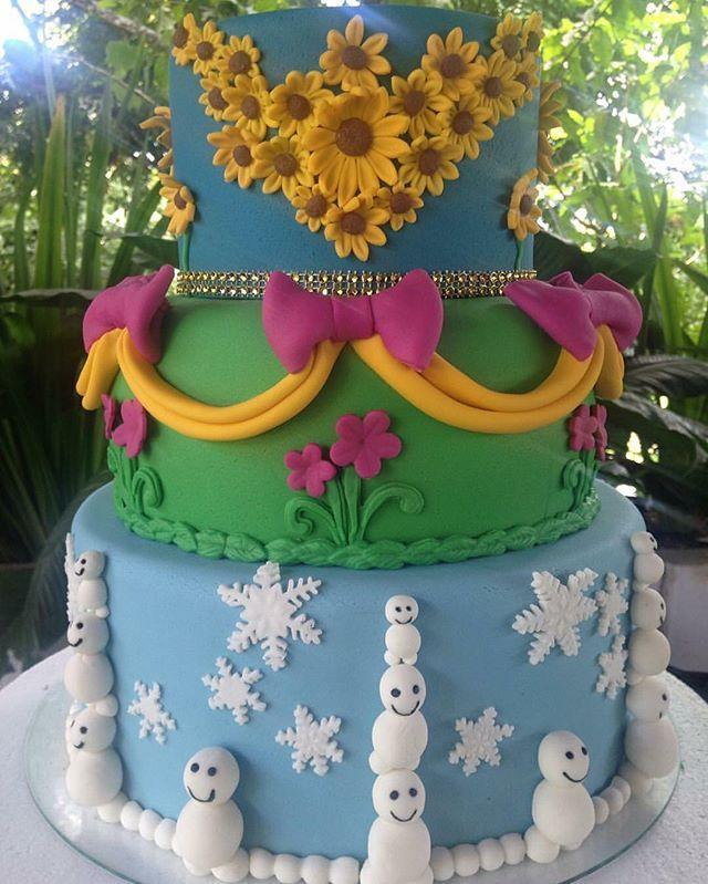 Bolo lindo para o tema Frozen Fever by @p.pastis ! #loucaporfesta #loucasporfestas #loucasporfestas #fesfainfantil #bololpf #cakelpf #bolo #torta #pastel #cake #frozen #bolofrozenfever
