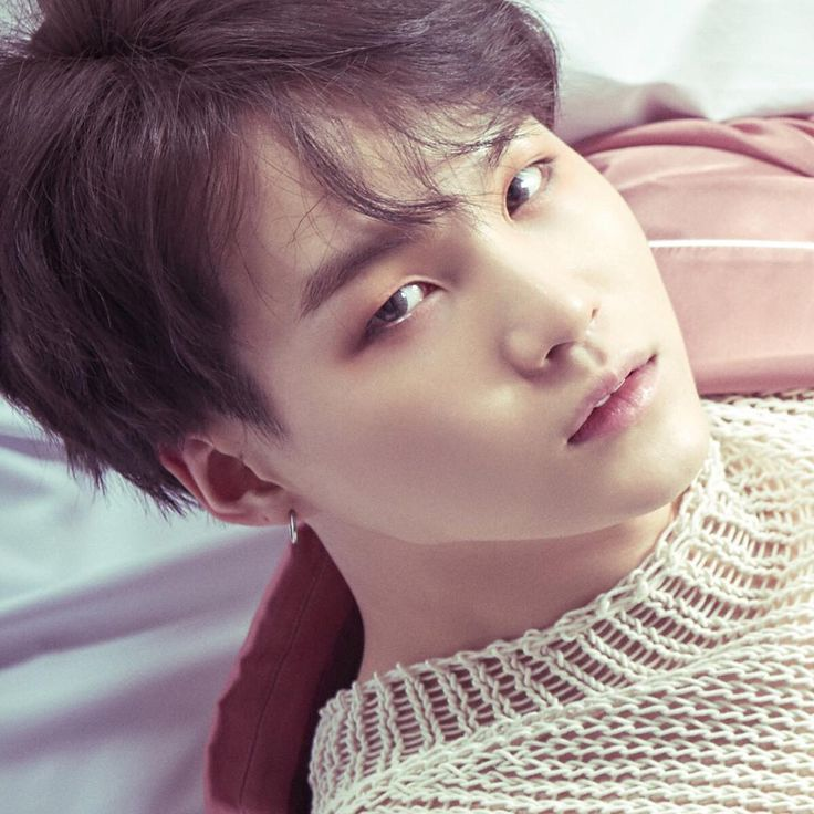 Suga looks beautiful with natural hair :) if you're reading this Syub-D, you don't need to have colorful hair to stand out! You're perfect just the way you are <3