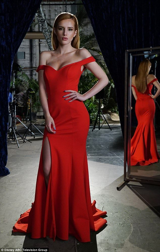 First look: Bella Thorne, 19, looked sophisticated as main character Paige Townsen as she filmed scenes for Famous in Love