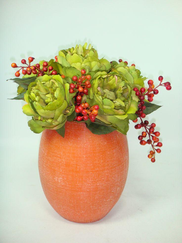 Un fanal tambien puede ser usado como base, solo debes poner espuma sahara dentro y luego insertar las flores.