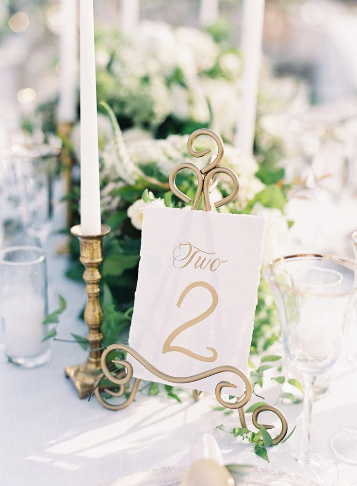 Elegant gold wedding table card: Photography: Caroline Tran - http://carolinetran.net/
