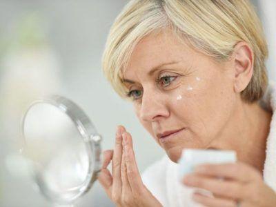 Маски для лица после 50 лет в домашних условиях: рецепты против морщин, для омоложения, подтягивания кожи (+отзывы)