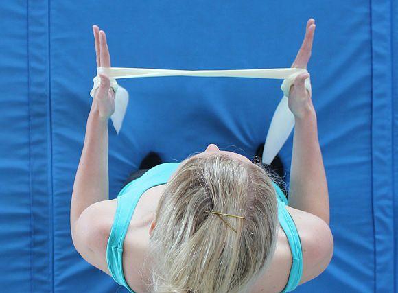 Beim Klettern wird die Schulter strapaziert. Mit diesen Übungen lässt sich die Rotatorenmanschette stärken, was Verletzungen vorbeugt.