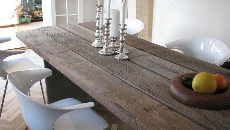 THORS Gaia dining table with loop chairs