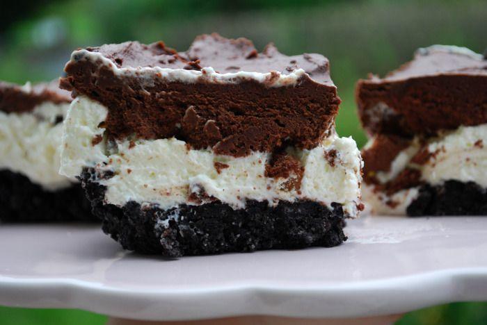 "Passion 4 baking ""Oreo Chocolate Cheesecake (Oreo Base, / White Chocolate Cheesecake Filling, / Layer of Chopped Candy Bars, / Chocolate Whipped Cream / small Oreo Cookies on Top as Garnish)"