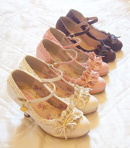 Liz Lisa...not sure I'd wear these, but I love how they look.
