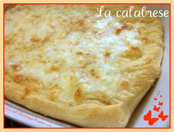 Pizza calabrese - with garlic, chilli and mozzarella