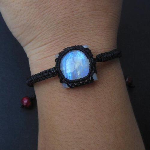 Rainbow moonstone bracelet macrame gemstone #Rainbowmoonstone #Moonstonebracelet #Gemstonebracelet #Macramebracelet
