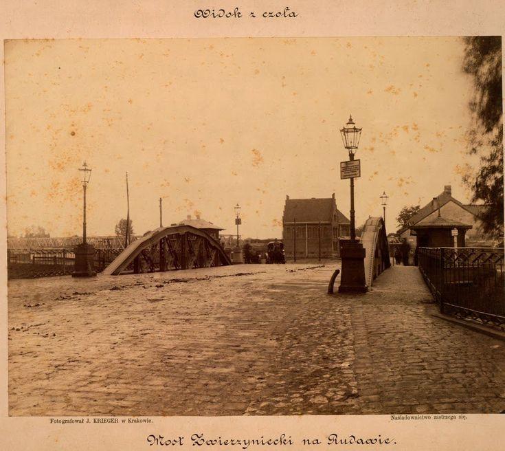 Most nad Rudawą (wypływającą z obecnej ul. Retoryka) u wylotu ul. Zwierzynieckiej. Wzniesiony w 1891 r., zlikwidowany w 1910 r. Zakład fotograficzny Ignacego Kriegera, koniec XIX w.