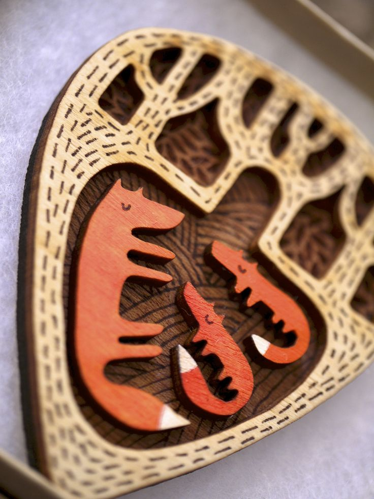 Laser cut fox and babies brooch via Sally Crossthwaite. I love the texture in the background.