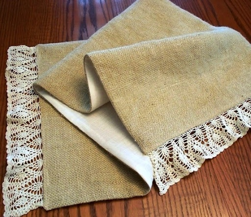 Burlap table runner. Thought of Stacey's idea when I saw this!