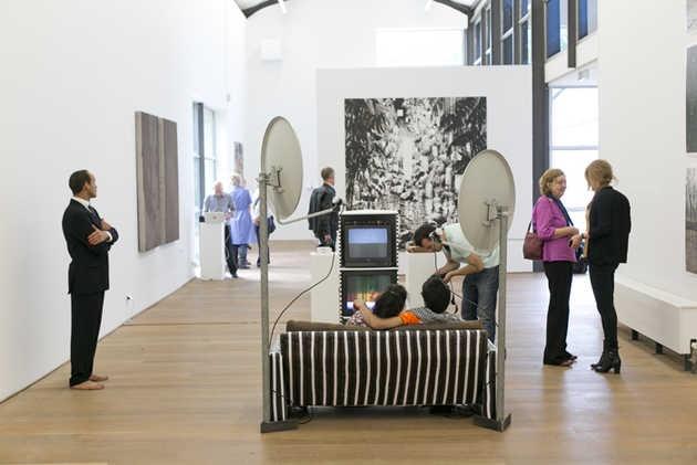 Hamid El Kanbouhi, Adidas / Mohamed en Christina (2012). © Jordi Huisman, Museum De Paviljoens