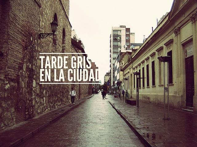 tarde gris en la ciudad, via Flickr.