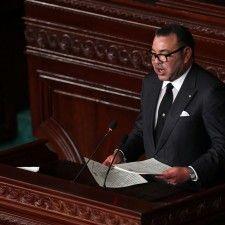 RABAT - Koning Mohammed VI van Marokko heeft maandag zijn hele familie opgetrommeld voor de begroeting van het bezoekende Spaanse koningspaar. Behalve de koning en zijn vrouw Lalla Salma waren ook de drie zussen van Mohammed en zijn broer Moulay Rachid aanwezig.