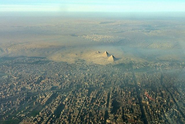 Aerial View Of The Great Pyramids Of Giza Notice How Close Cairo Is Great Pyramid Of Giza Ancient Pyramids Pyramids Of Giza