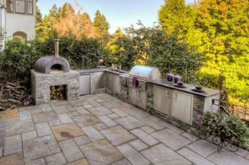 The pièce de résistance of this outdoor kitchen is the wood-burning ovenPatios Design, Kitchens Design, Bar Design, Outdoor Plants, Bricks Ovens, Exterior Design, Outdoor Kitchens, Outdoor Spaces, Pizza Ovens