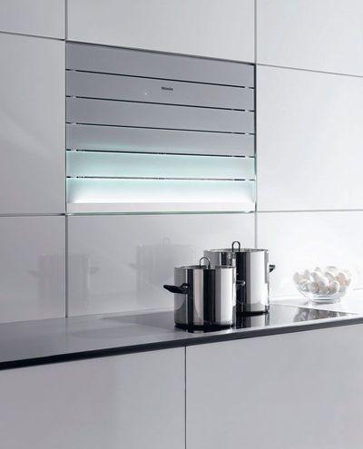 Revêtements muraux, crédence, plan de travail, électroménager : le verre investit toute la cuisine - CôtéMaison.fr