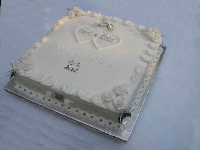pastel para aniversario número 25 - decoración con plata