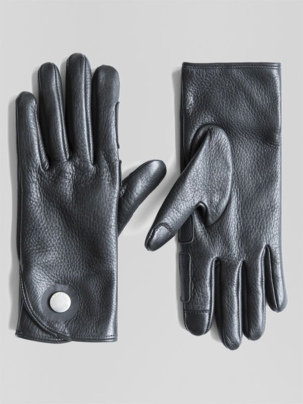 Aachen is built from soft, water-resistant deerskin leather and fine-knit cashmere lining. Designed to perform, Aachen features tech-responsive thumb and index finger pads and heat-sealed zero-snap tab closure.: