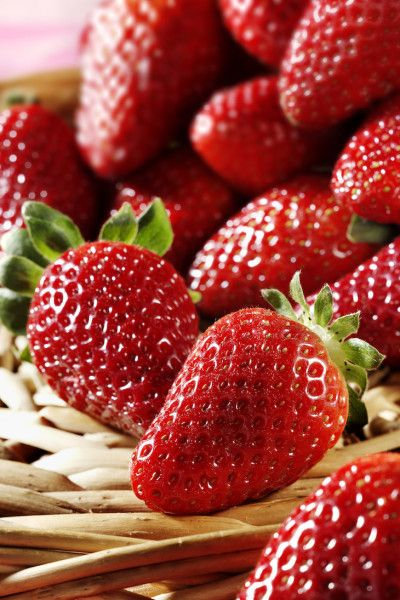 Follow This One Tip In Your Garden & Get A Ton Of Organic Strawberries!