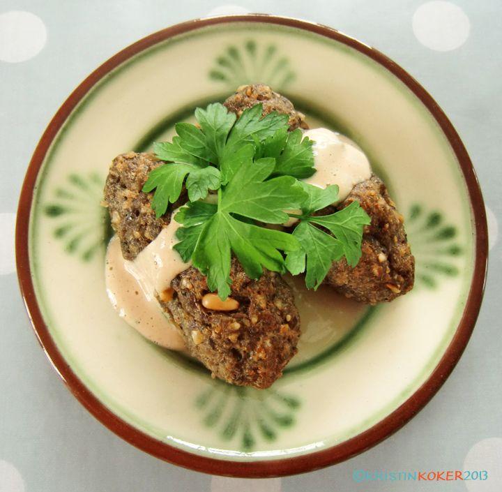 Kibbeh er typisk for meze. Libanesiske kibbeh/kibbe uten gluten! Med snadderdeilig tahinisaus! - http://www.mytaste.no/o/libanesiske-kibbeh-kibbe-uten-gluten-med-snadderdeilig-tahinisaus-26601814.html