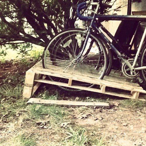 14 Ways of Reusing Old Wooden Pallets as Bike Racks Best of pallet projects DIY Pallet Ideas