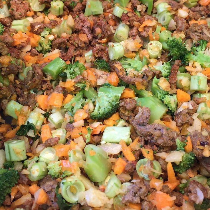 Hoje vai rolar sopa de carne com legumes nada melhor nesse friozinho para aquecer!!! by moazev.life