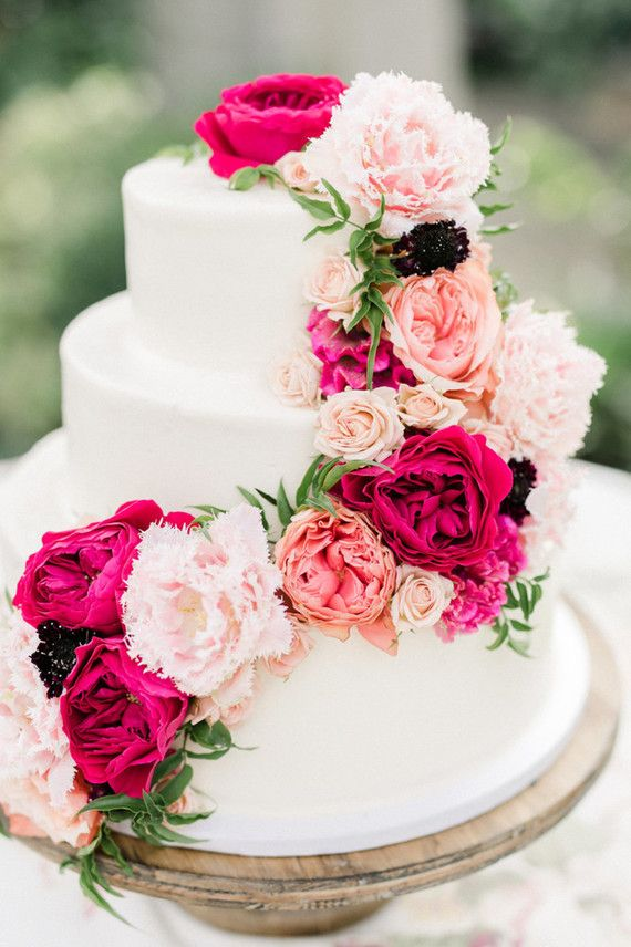 wedding cakes los angeles prices%0A Floral wedding cake   Los Angeles Weddings