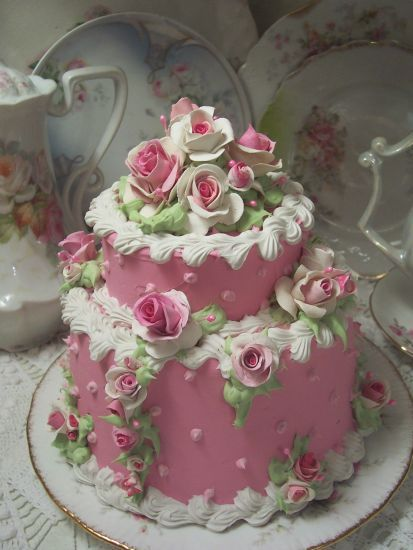 ROSE DECORATED CAKE  http://ediblecraftsonline.com/ebook2/mybooks73.htm?hop=megairmone