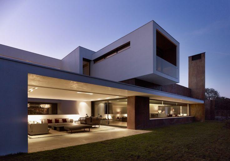 House in La Moraleja / Dahl Architects + GHG Architecs