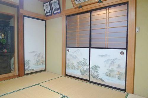 Cool fusuma half doors with shoji. 襖張り替え (4)