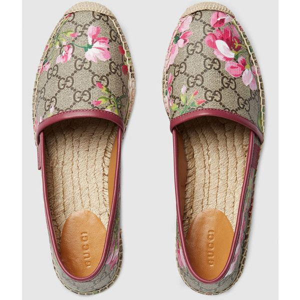 Gucci Gg Blooms Supreme Espadrille ($290) ❤ liked on Polyvore featuring shoes, sandals, print shoes, gucci espadrilles, flat sandals, flat espadrilles and low shoes